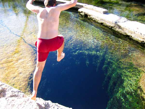 Jacob's-Well-Texas'-World's-Most-Dangerous-Diving-Spot